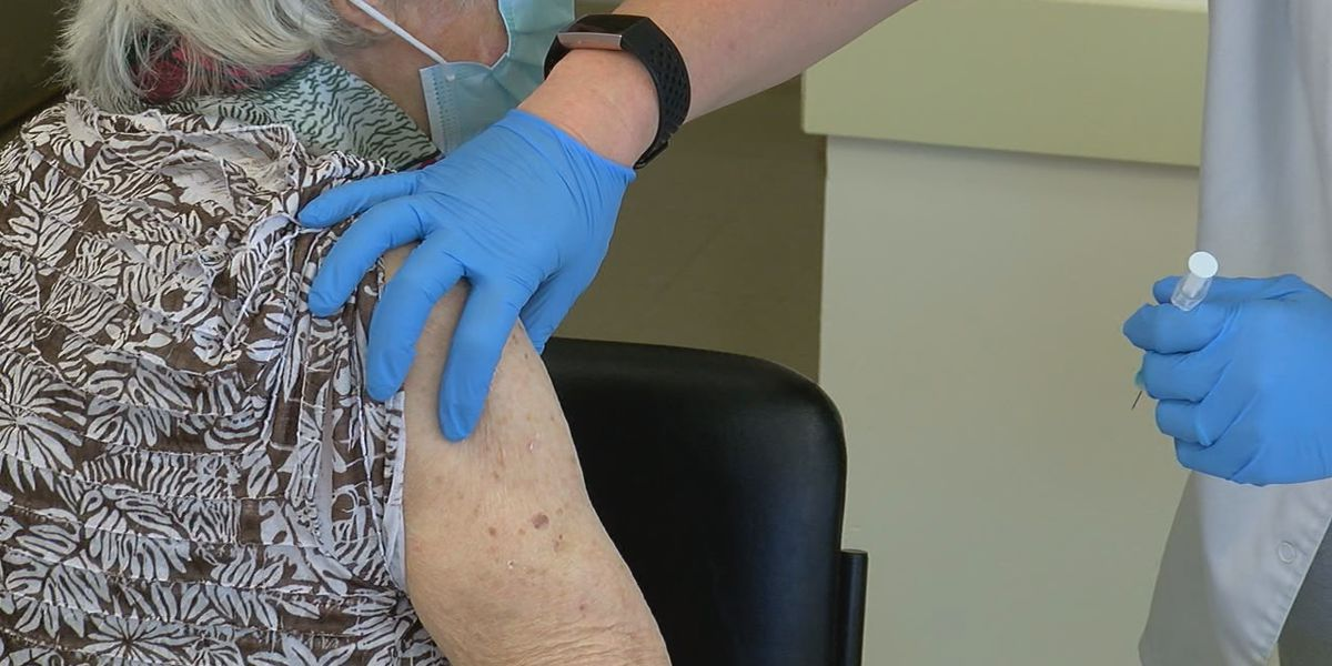 104-year-old Boone County woman receives COVID-19 vaccine