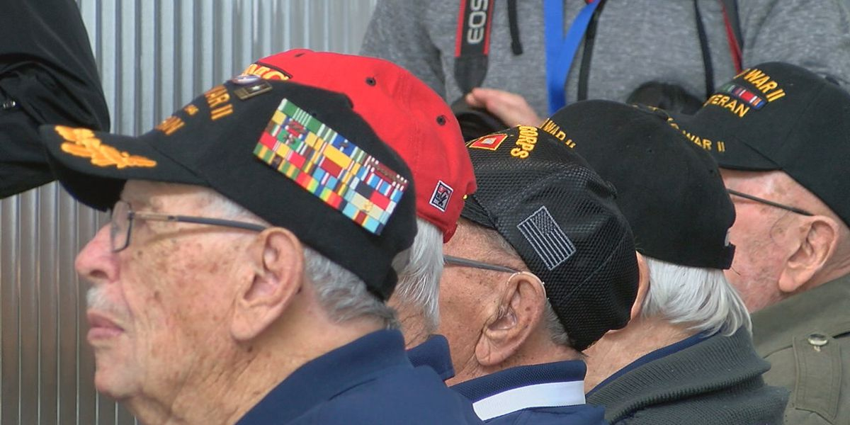 Cincinnati students, area veterans travel to WWII museum for 'once in a lifetime trip'