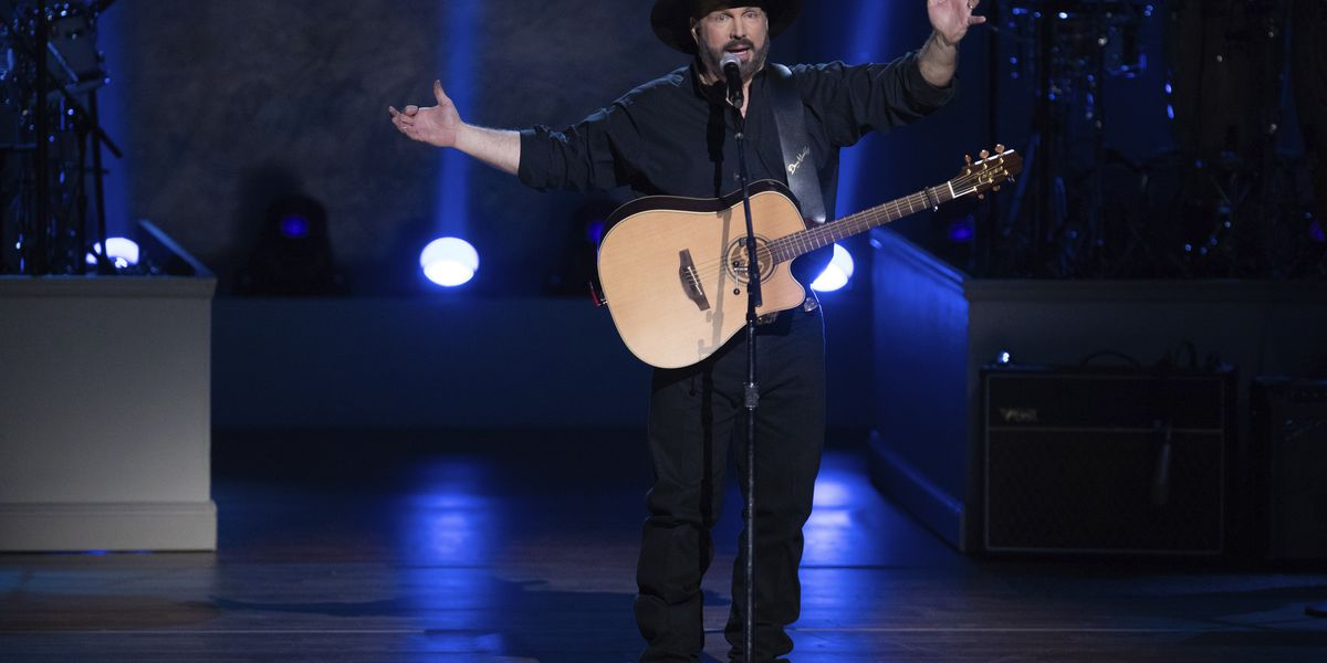 Garth Brooks to perform free concert on Facebook Live