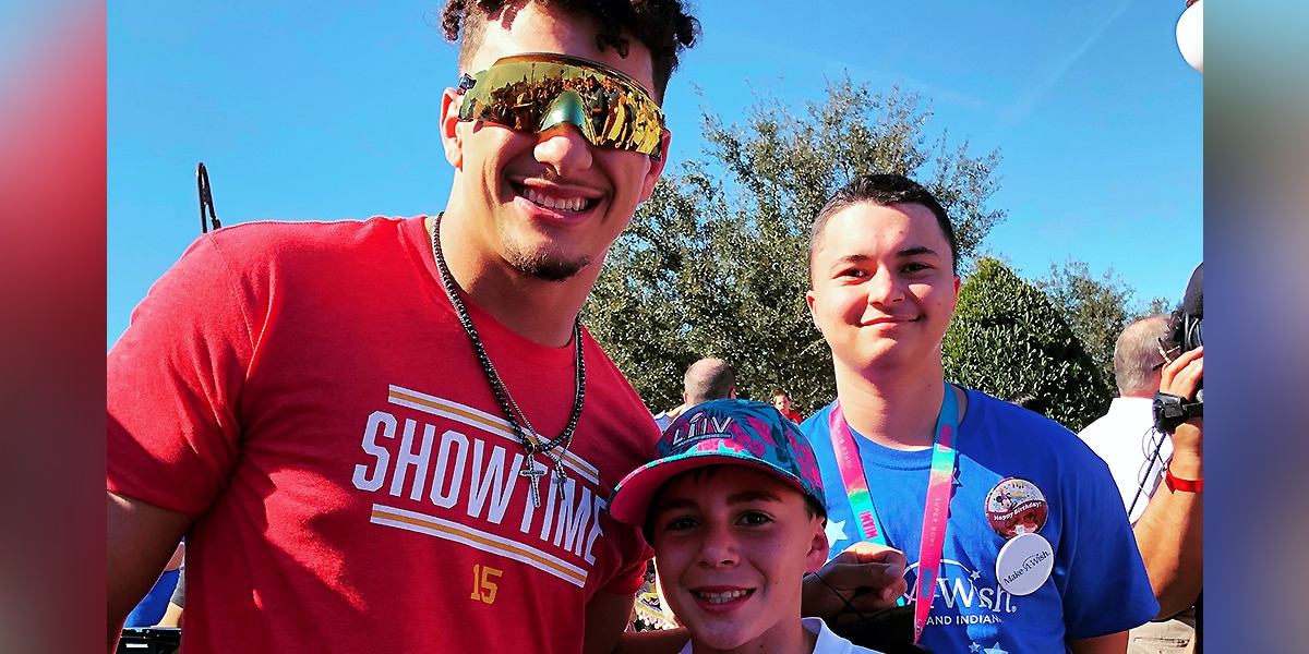 Louisville teen meets Patrick Mahomes during Make-A-Wish trip