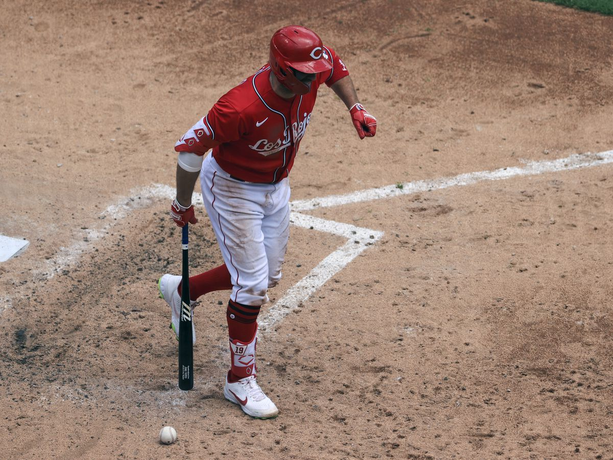 Joey Votto out with fractured thumb
