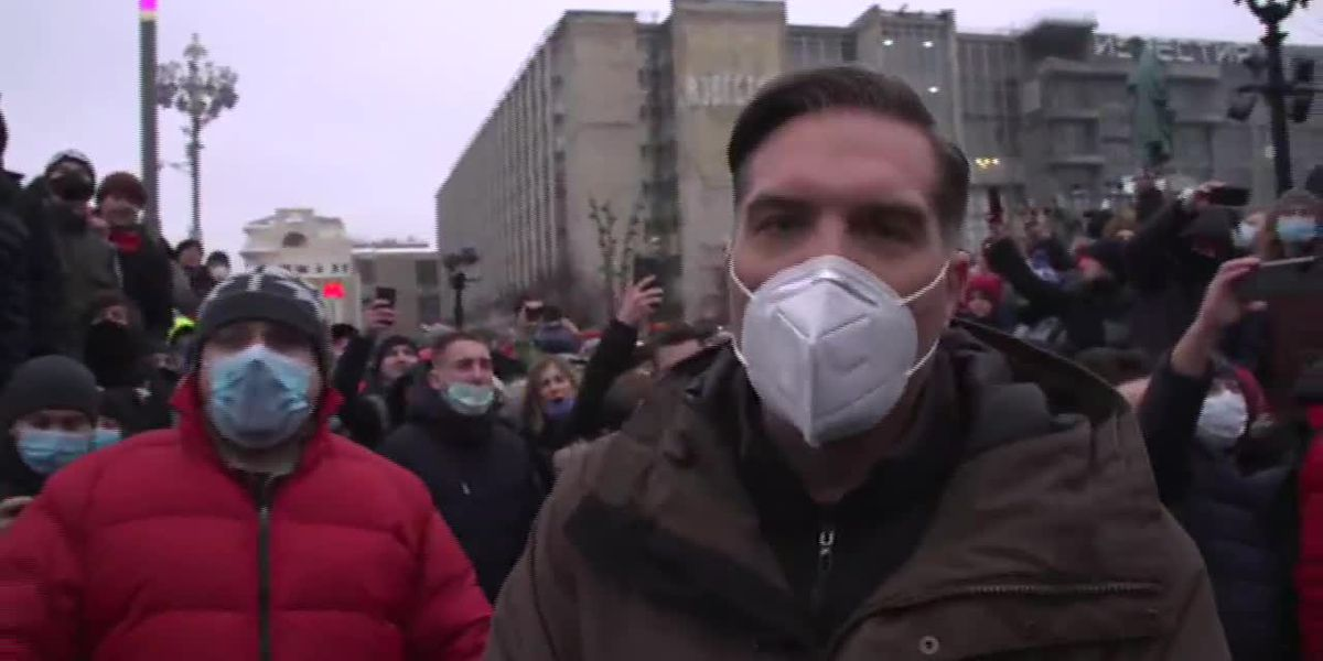 Tens of thousands take to Russian streets to protest Navalny arrest