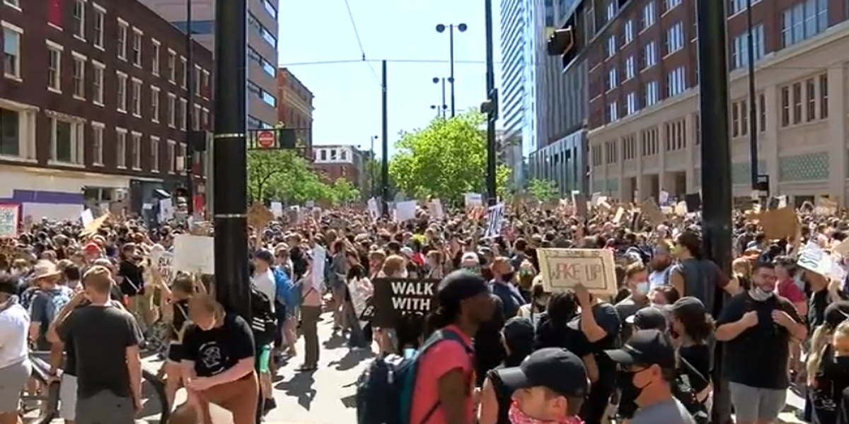 Mayor meets with protesters, discusses demands in closed-door session