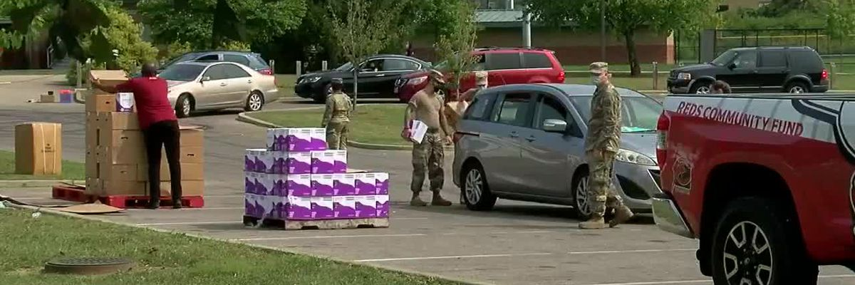 Reds Urban Youth Academy, volunteers help deliver food to seniors