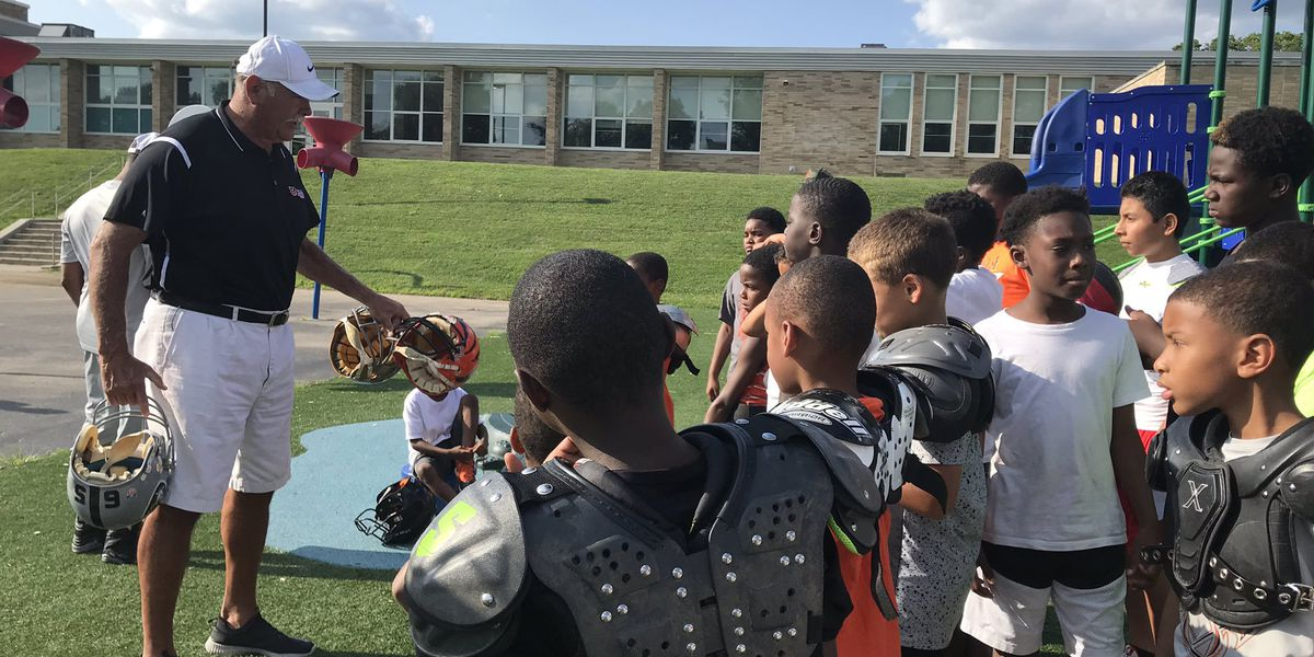 Bengals legend lends helping hand to local youth football team