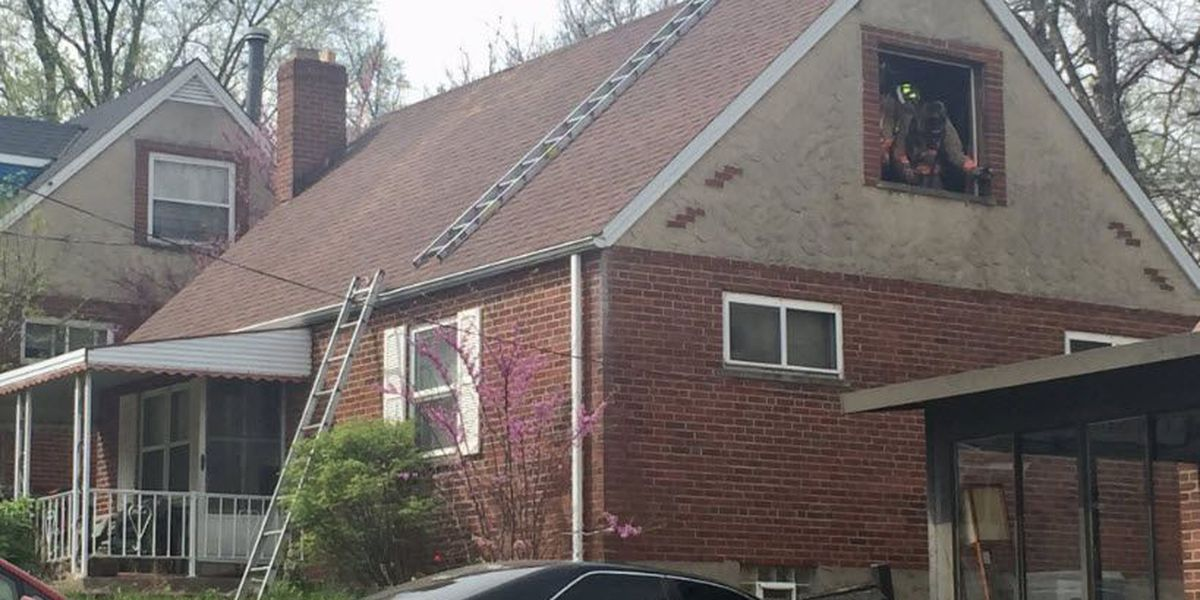 Firefighter suffers minor injury in West Price Hill fire