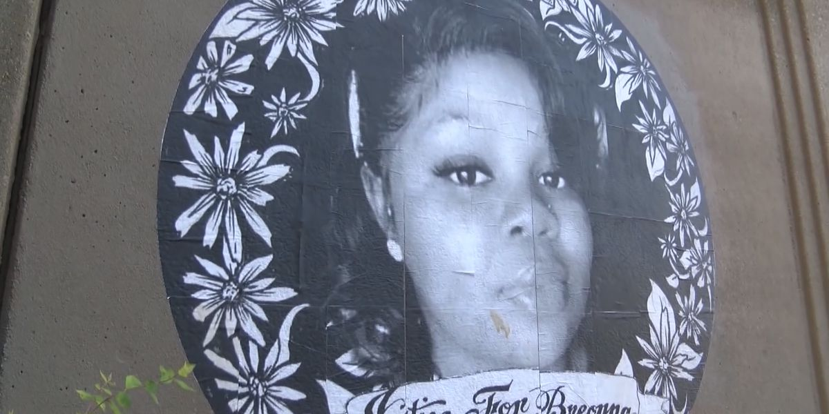 Protesters plan for 'non-violent' demonstrations as city braces for decision in Breonna Taylor case
