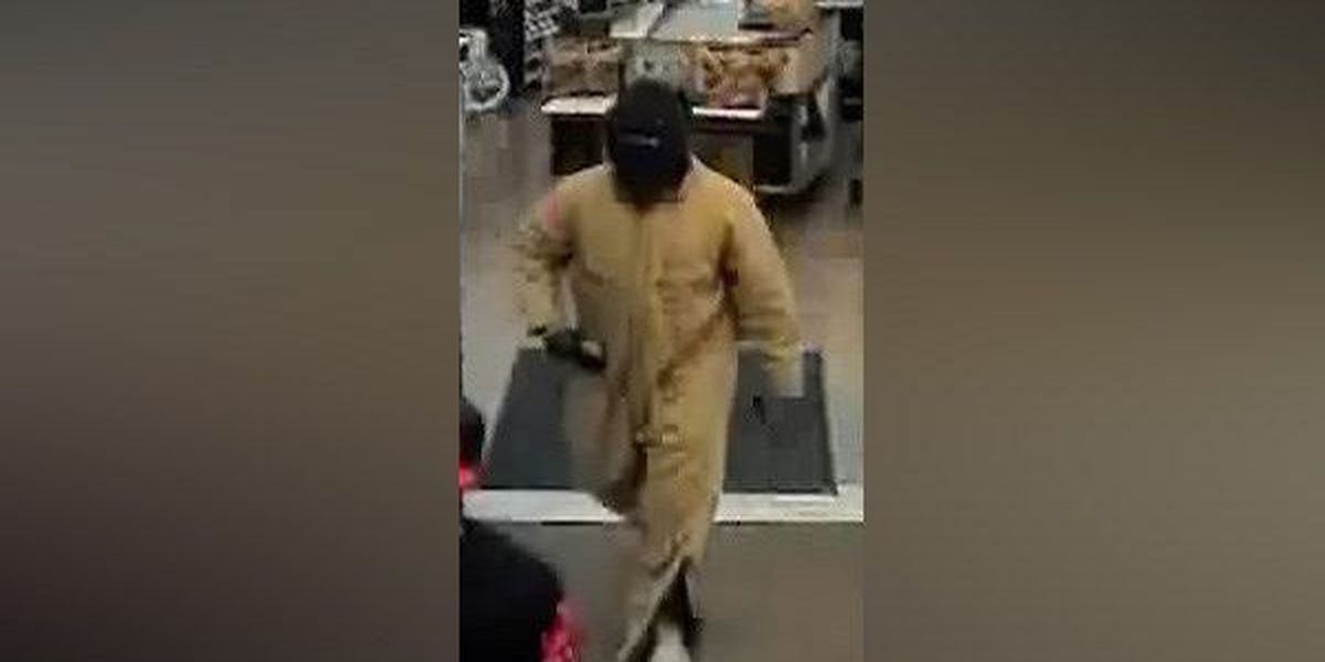 Police looking for Hartwell Kroger robbery suspect