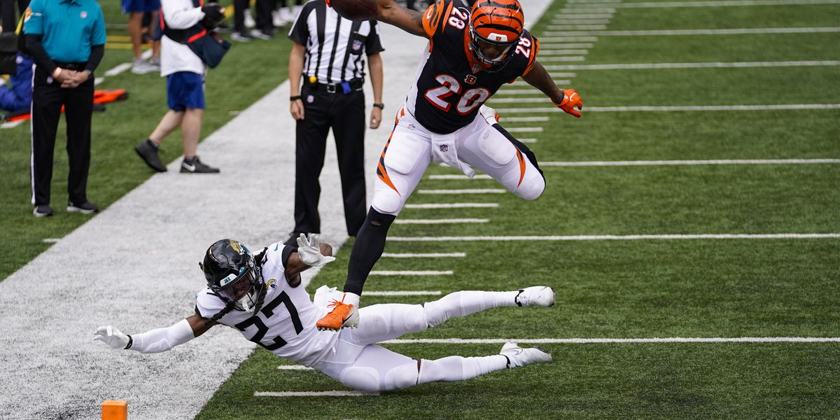 Bengals celebrate first win of the season 33-25 against Jaguars
