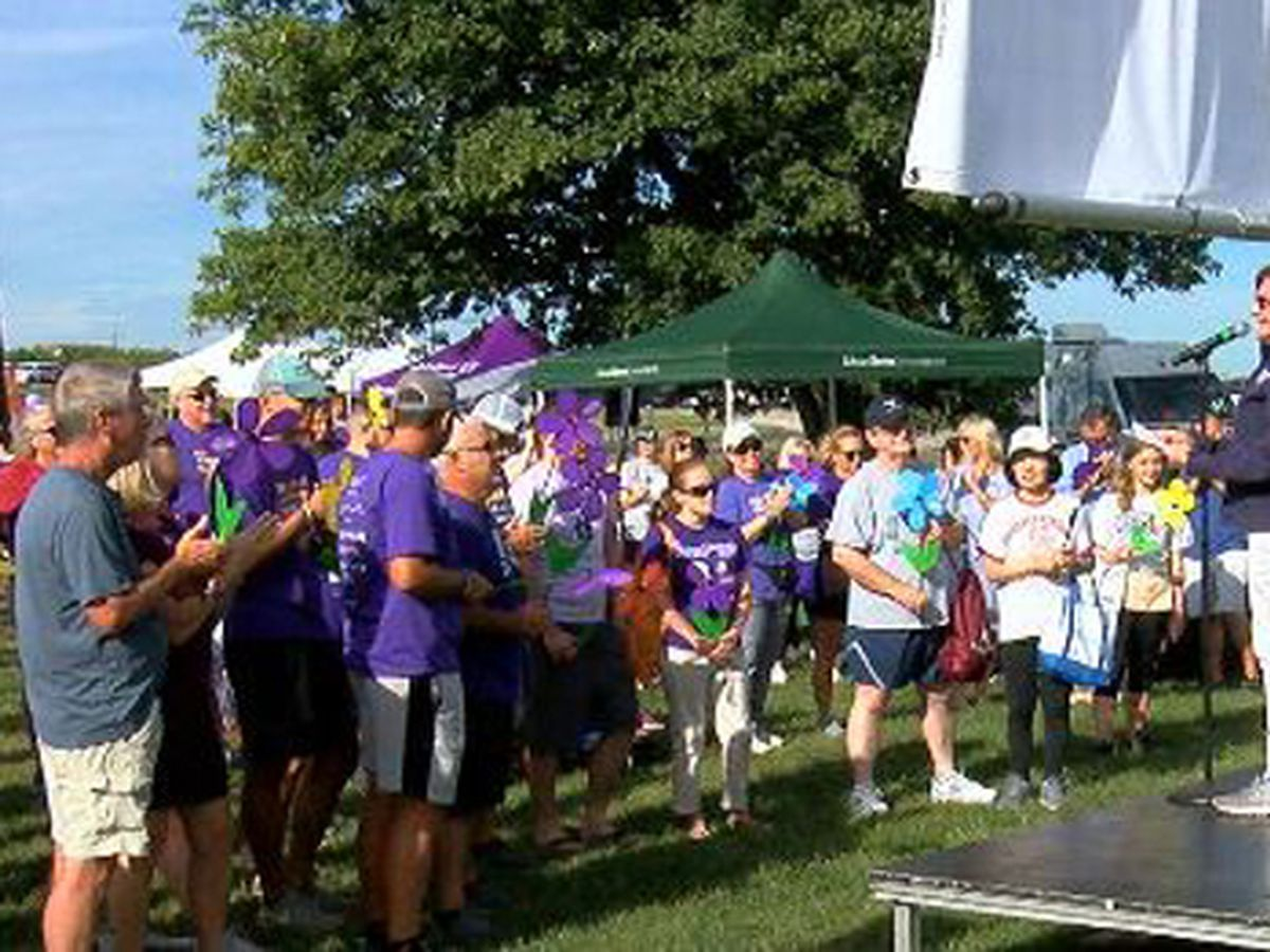 Nearly 1,500 people walk in Butler Co. to help end Alzheimer's disease