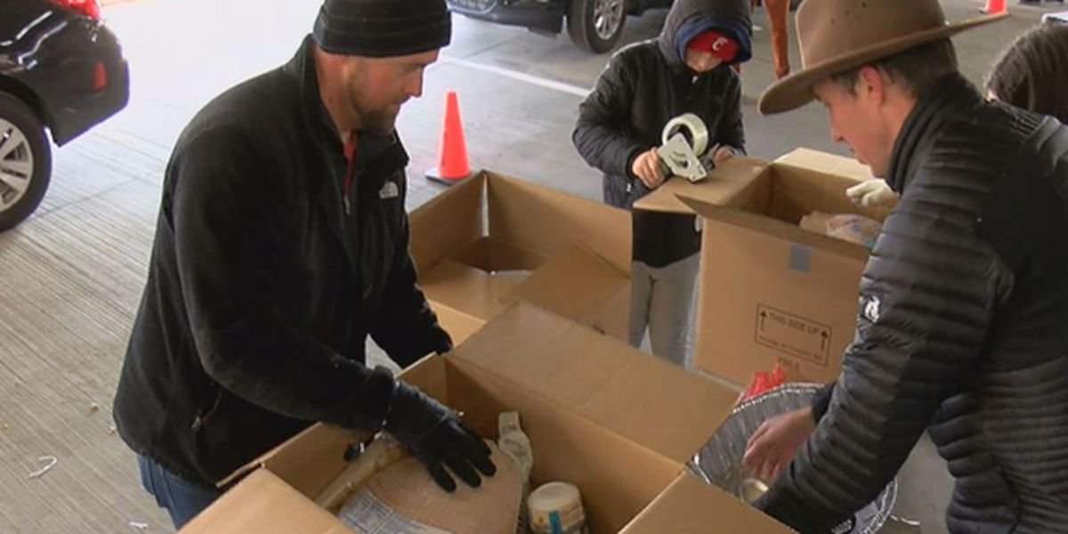 Crossroads church receives more than 1,000 meals during Thanksgiving Food Drive