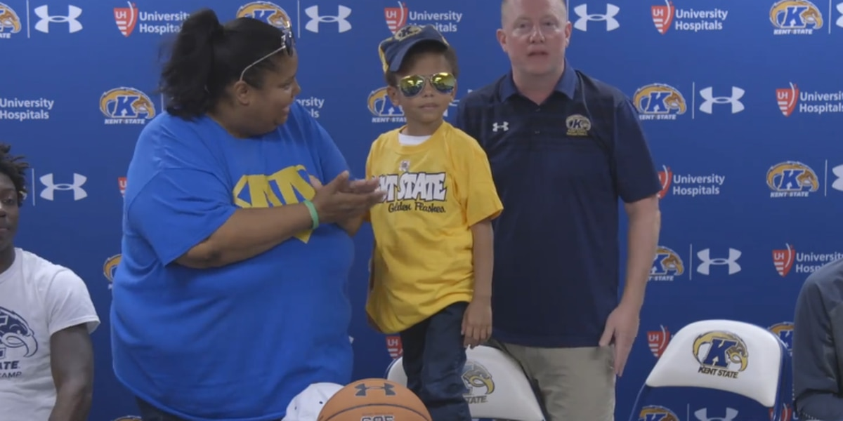 5-year-old boy battling rare form of cancer signed on as honorary member of Kent State basketball team