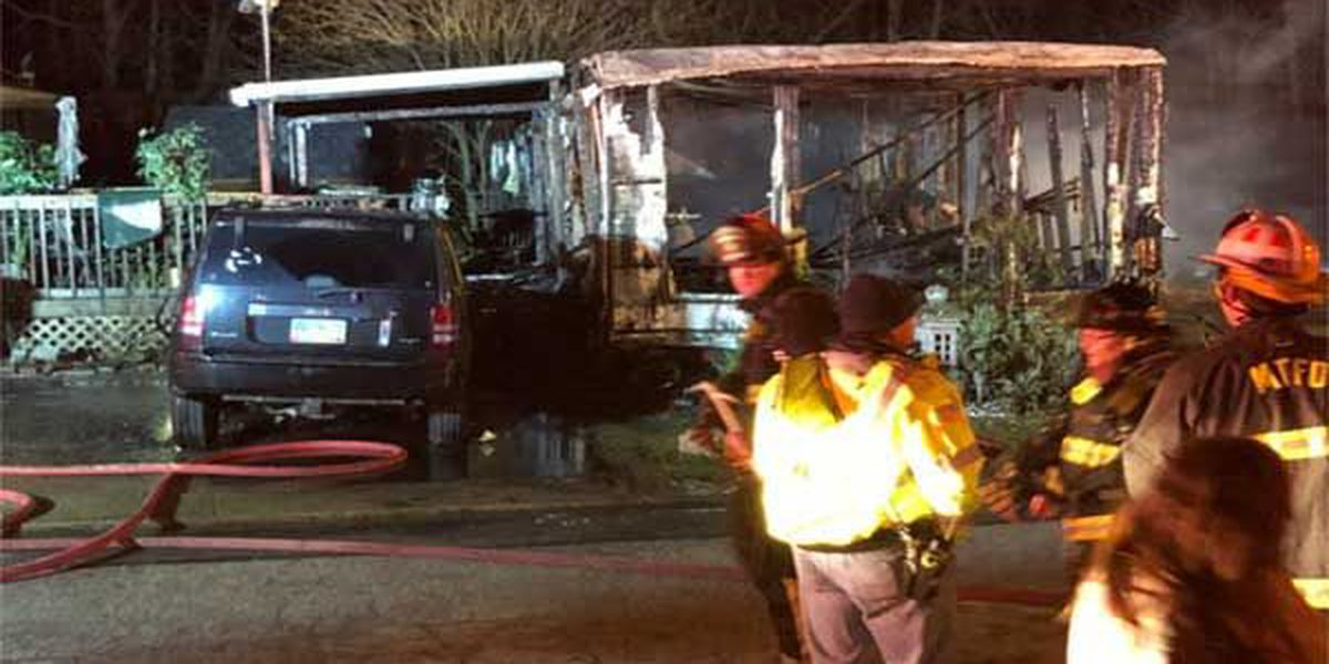 2 displaced in mobile home fire