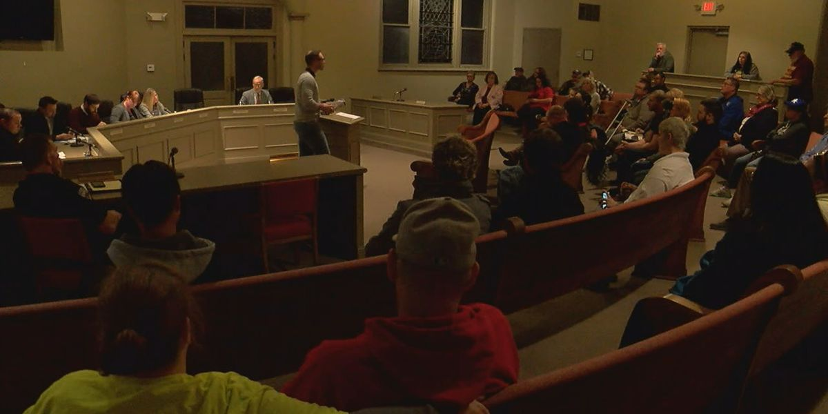 Pit bull ban draws packed house at northern KY public hearing