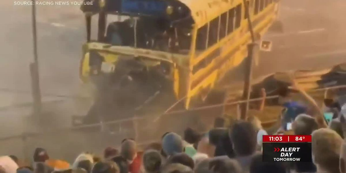 No one hit during Sportsdome bus crash