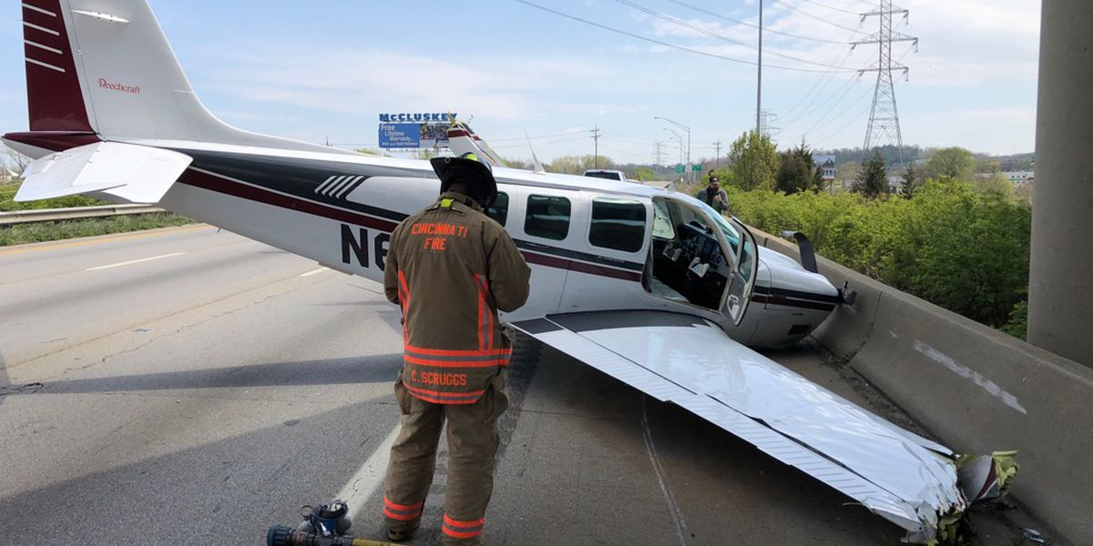 WATCH: Small plane crashes on I-75 near Ronald Reagan Highway