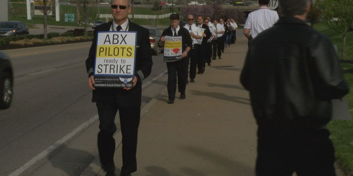 Amazon and DHL pilots protest ongoing contract negotiations, poor conditions