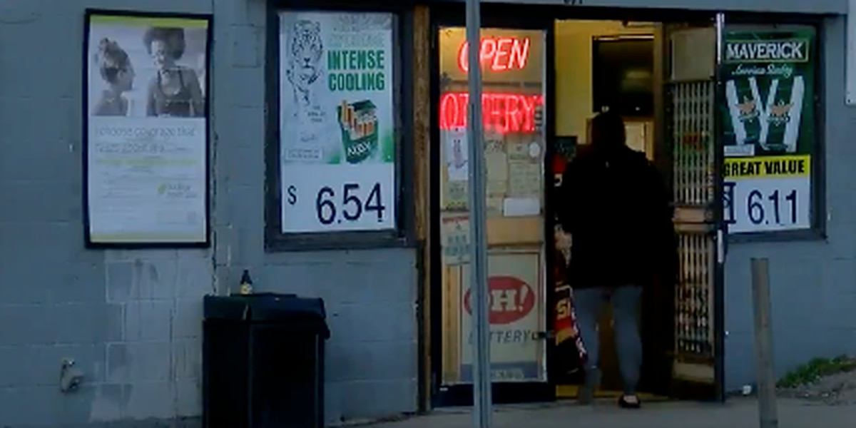 Police investigating after Hamilton store robbed at gunpoint