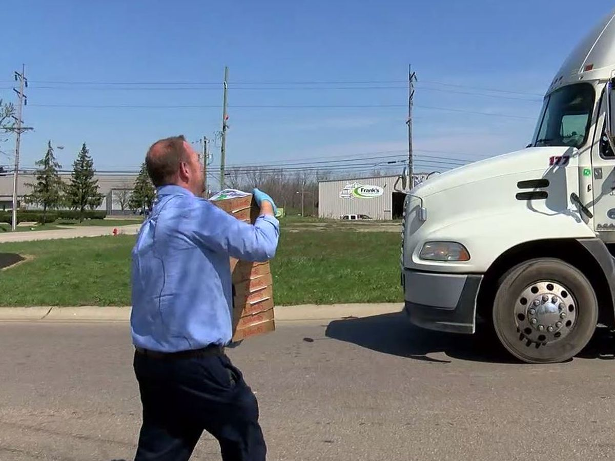 Truckers get pizza thank you from Monroe bank