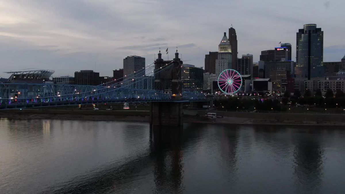 Police advise BLINK goers to follow 1-way pedestrian traffic on the Roebling Bridge
