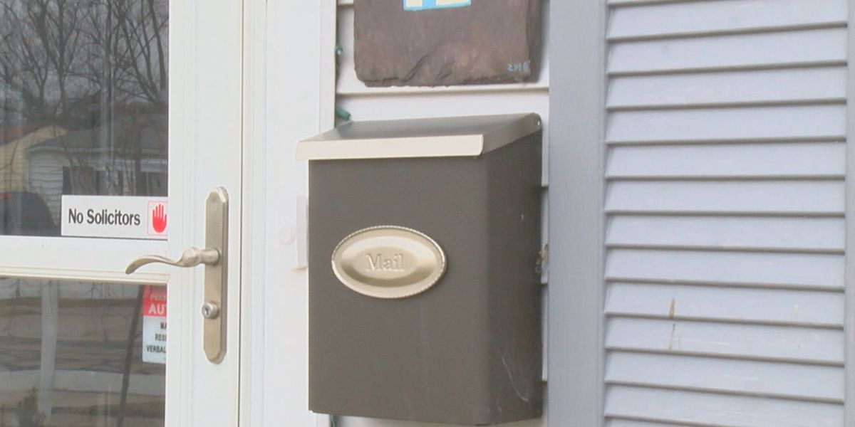 'Find a new place': Woman receives unexpected note in mailbox