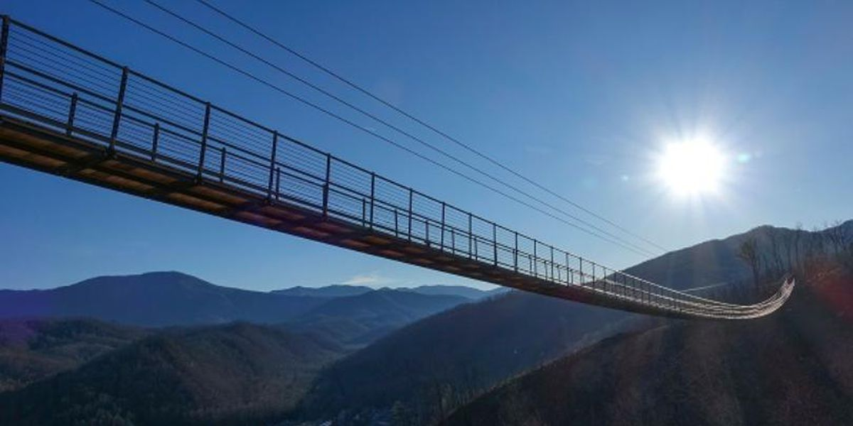 Gatlinburg SkyBridge reopens following repairs to glass panel cracks