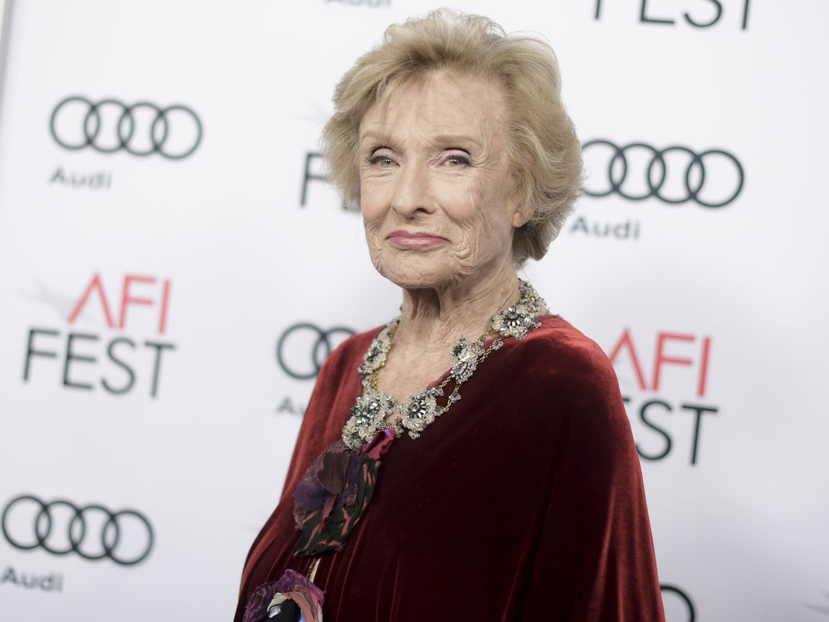 Oscar-winning, 'irreplaceable' Cloris Leachman dies at 94