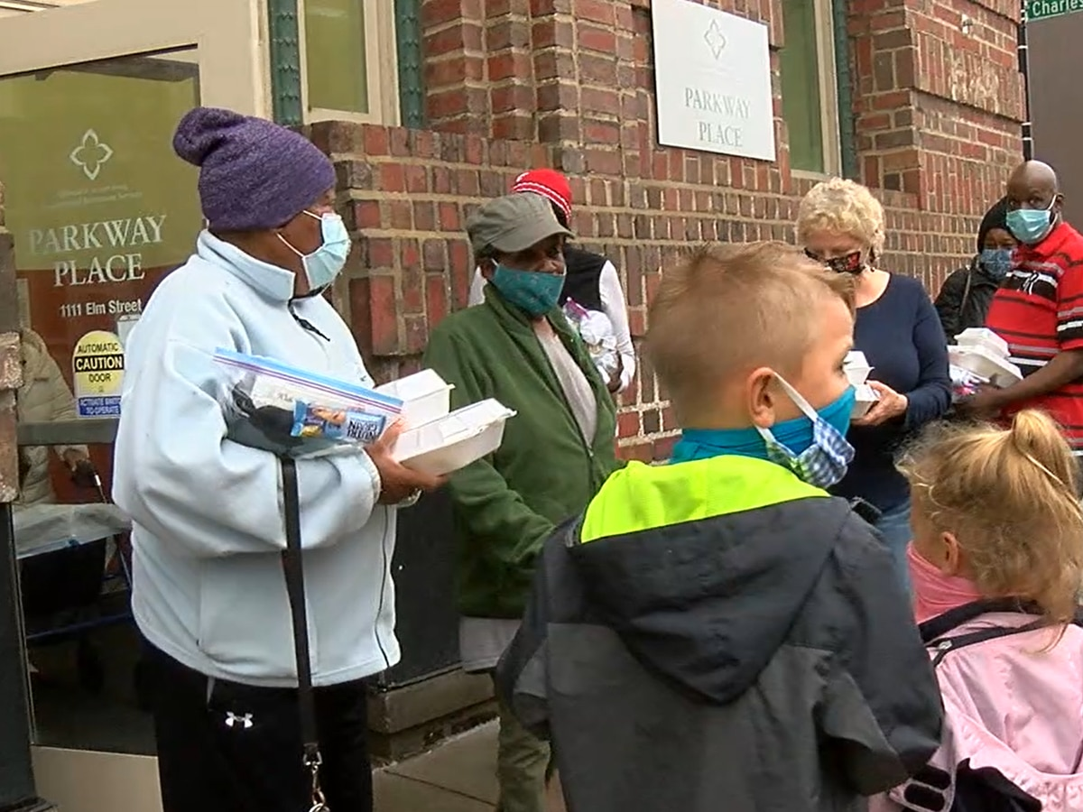 Hundreds of Thanksgiving meals delivered to families in need