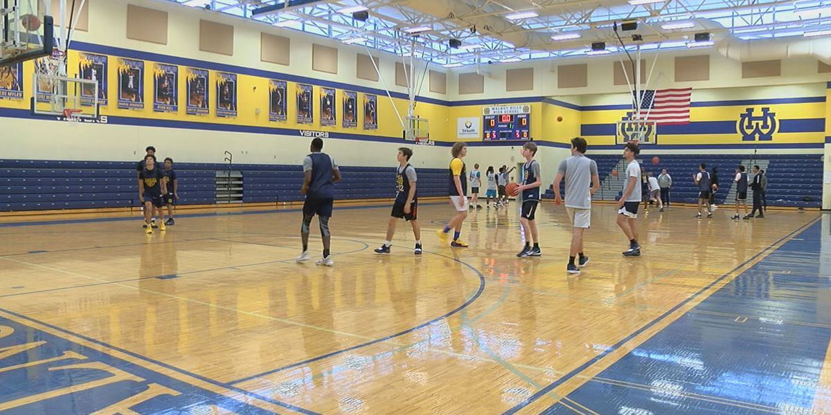 'I had absolutely no idea': High school basketball team comes together, surprises senior with new kicks
