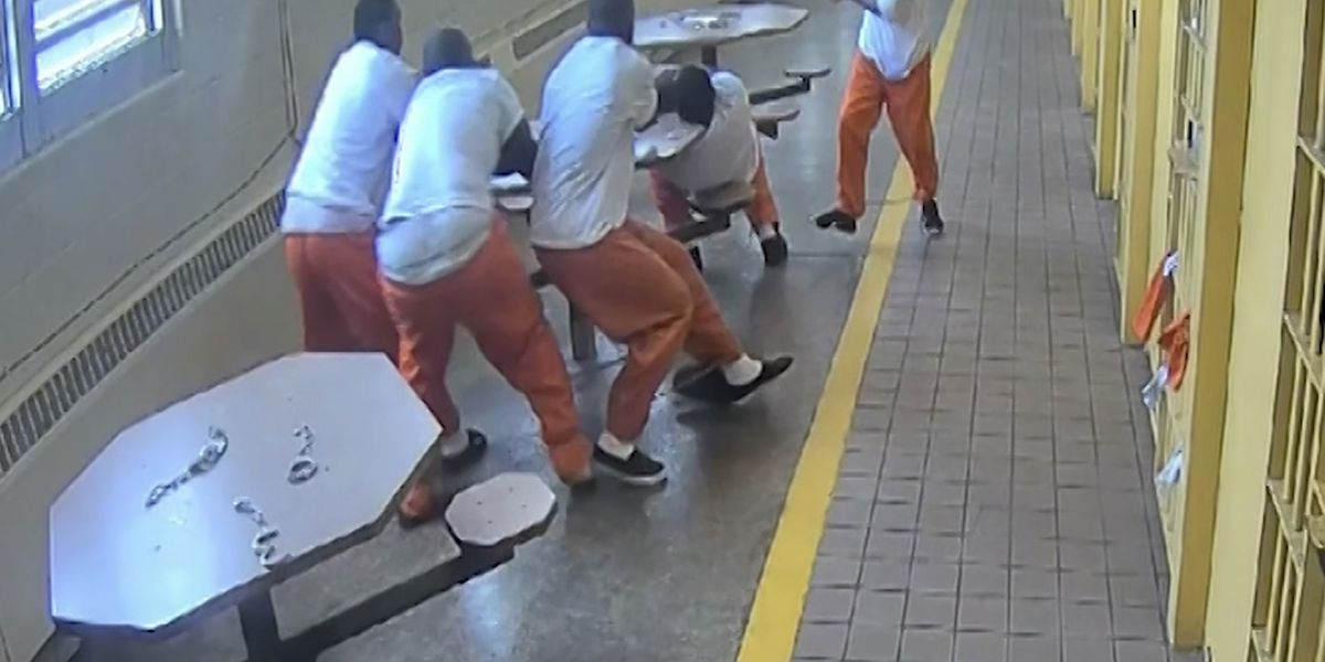Graphic Video Lucasville Oh Inmates Repeatedly Stabbed In Vicious Prison Attack