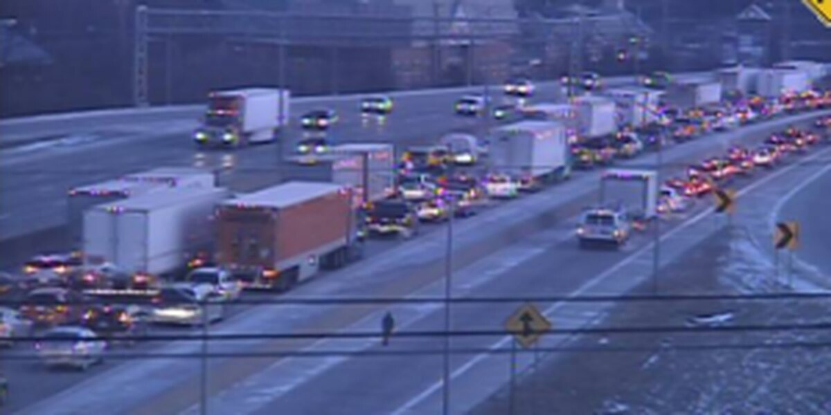 Multi-vehicle crash clears NB I-71/75, traffic still backed up