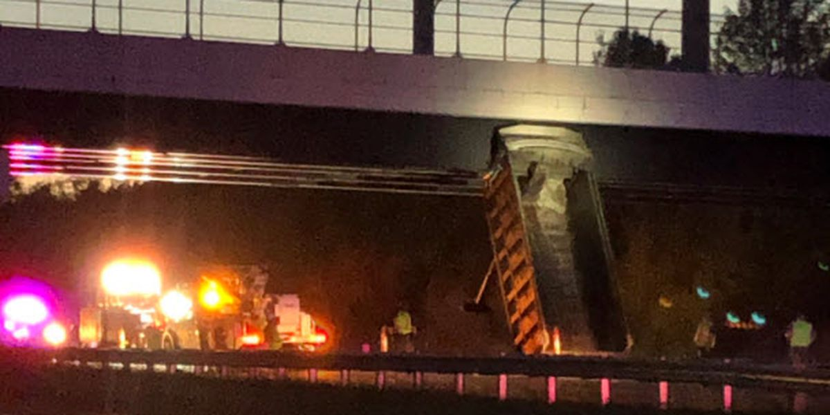 Dump truck with bed up hits bridge, causes lane closures in Liberty Twp area