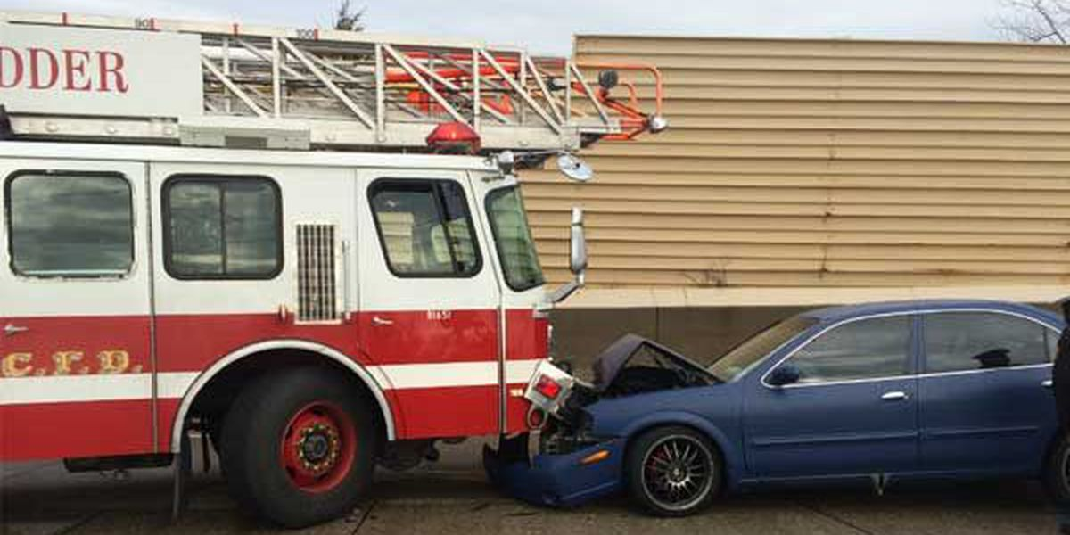Officer, firefighter injured while responding to crash on Ronald Reagan Highway