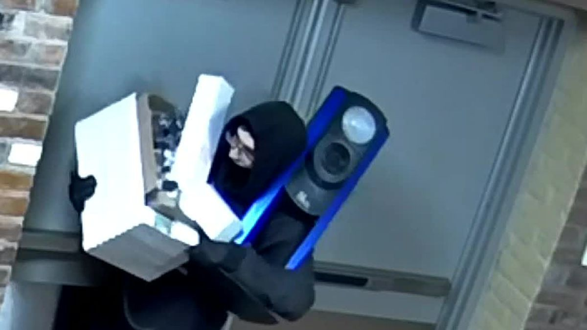 VIDEO: Man robs Kenton County gov office of fake ID supplies