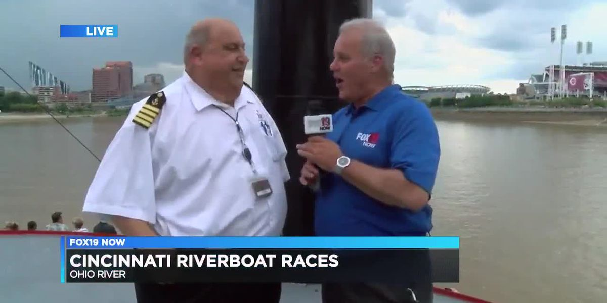 Cincinnati riverboats race on Ohio River