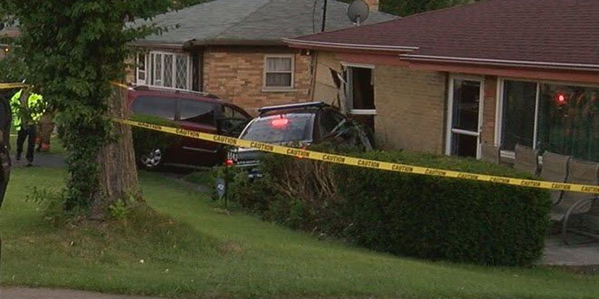 Police cruiser crashes into College Hill home